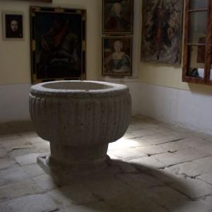 San Nicolás - Pila bautismal Ysabel